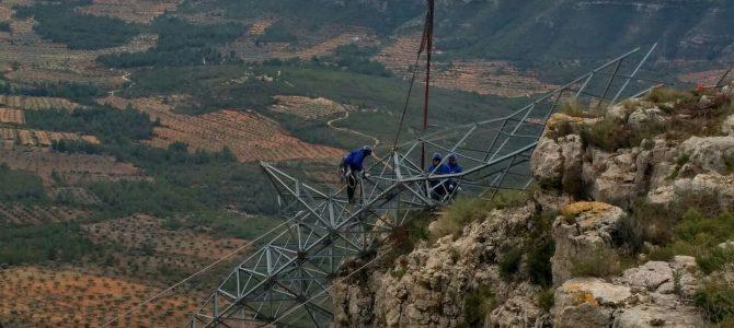 La fuerza verde sigue su hazaña en la montaña para devolver la luz tras el temporal