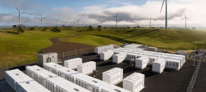 Grandes baterías para almacenar la energía