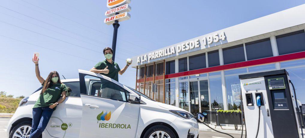 Recarga tu coche eléctrico mientras comes una hamburguesa